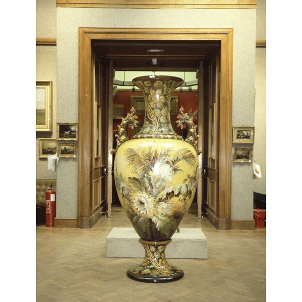 A tale of two vases at the wiener museum of decorative arts vwiener museum florence lewis christies vase reviewsmspy